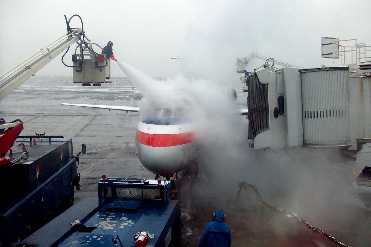 8b6960096a067 Prečo sa lietadlá v zime musia rozmrazovať? - Lietanie.eu